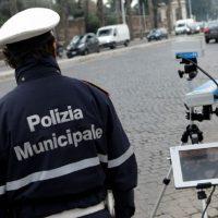 Controlli della Polizia Municipale con street control e telelaser