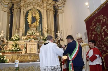 La Città affidata alla Vergine Immacolata, secondo l'antico rito, dal Sindaco Piccitto