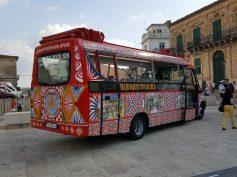 Bus turistico scoperto per una linea che collegherà Ragusa al Castello di Donnafugata