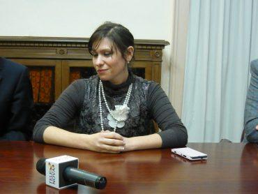 Archiviata la querela per diffamazione nei confronti di Telenova, restano i misteri sulle dimissioni forzate di Stefania Campo da assessore