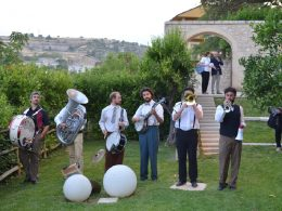Musica e Cibo: con la Tinto Brass Street Band un esclusivo concerto a Ibla