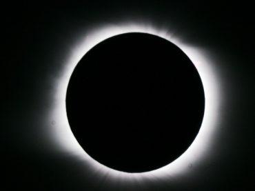 L'ecatombe del primo turno delle comunali ha provocato un'eclisse