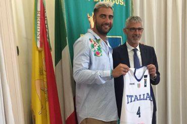 Il capitano della nazionale di basket in visita a Palazzo dell'Aquila