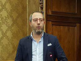 Maurizio Tumino resta basito nel leggere il piano di utilizzo della tassa di soggiorno della Giunta Cassì