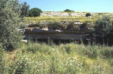 Il 'riparo sotto roccia' di c. da Fontana Nuova in abbandono, lo rileva Fratelli d'Italia di Ragusa