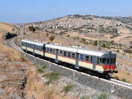 """Il """"Treno storico del Gusto"""" fa tappa a Ragusa"""