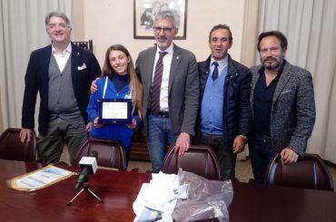 La velista ragusana Chiara Occhipinti premiata dall'amministrazione comunale