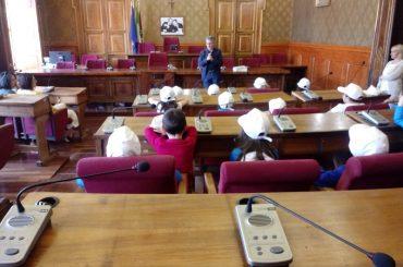 Una classe elementare dell'Istituto Paolo Vetri ricevuta a Palazzo dell'Aquila dall'assessore Giovanni Iacono
