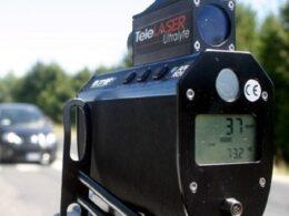 Controlli della velocità della Polizia Municipale con telelaser a Marina di Ragusa
