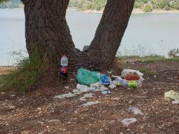 Abbandono rifiuti nell' area della diga di Santa Rosalia