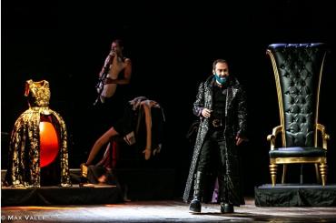 Il 7 e l'8 dicembre,  al teatro Donnafugata di Ragusa Ibla, 'Barbablù', scritto da Costanza Diquattro e diretto da Moni Ovadia