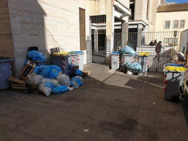 Territorio: emergenza rifiuti nel cuore della città di Ragusa