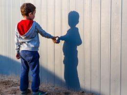 L'isolamento obbligatorio in casa è un trauma per i ragazzi autistici: serve uno spazio libero dedicato