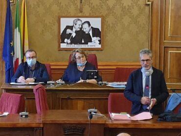 Il Consiglio Comunale torna nell'aula  di Palazzo dell'Aquila, la maggioranza fa mancare il numero legale e mostra la sua totale inconsistenza ma manda, anche, forti segnali