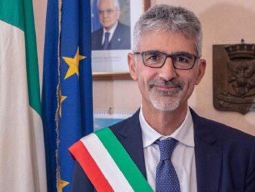 Al suono della campanella, ma quella di uscita, anche il sindaco Cassì ha rivolto un messaggio per il primo giorno di scuola
