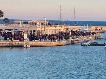 Finalmente il Sindaco e le autorità mettono fine all'anomala situazione del porto turistico di Marina di Ragusa