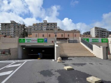 Parcheggio pluripiano di piazza del Popolo: ripristinata la tariffa normale, 1 euro /h fino a un massimo di 10 euro nelle 24 ore