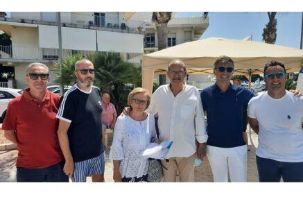 Gazebo della Lega a Marina di Ragusa per il referendum sulla giustizia